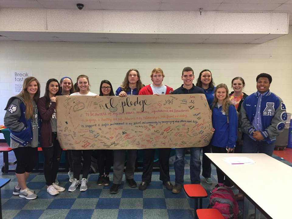 The+SADD+club+holding+up+the+banner+after+most+all+students+signed+it.+