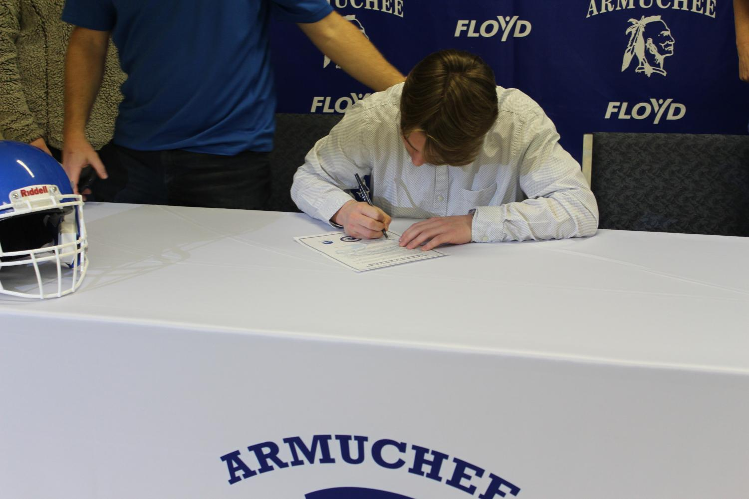 Butler+signs+his+letter+of+intent+to+play+football+at+Shorter.