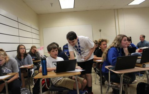Freshman students are helping one another in Human Geography